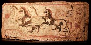 paestum-musee-fresque-trouver-sur-le-site-cavalier-avec-son-char-et-ses-4-chevaux